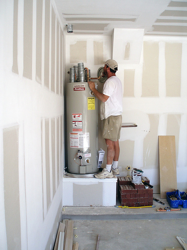 Plumbing contractor in Rowlett TX installs a water heater